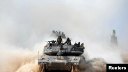 Tentara Israel siaga di perbatasan dengan Jalur Gaza Selatan, Palestina (7/7).