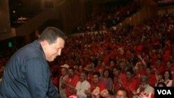 La oposición en Bolivia sostiene que Chávez realiza la gira para contrarrestar la popularidad del presidente estadounidense Barack Obama durante su gira latinoamericana.
