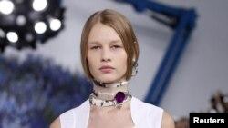 Model Sofia Machetner 14 yoshda.