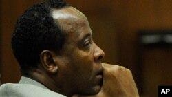 دکتۆری مایکڵ جاکسۆن 4 ساڵ سزای زیندانی بۆ دهبڕێتهوه