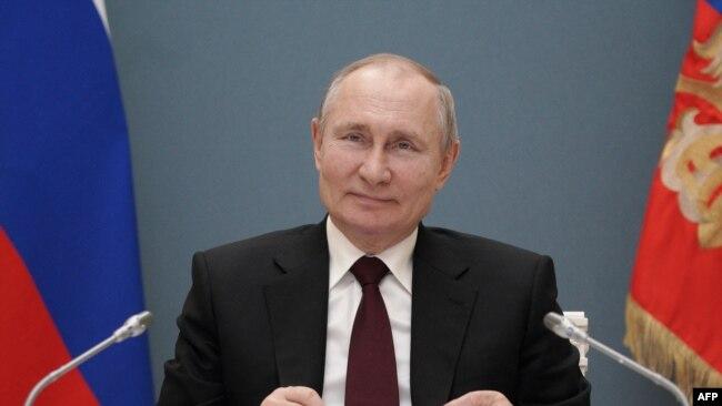 Presidenti rus gjatë një konference më 17 mars 2021
