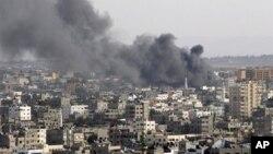16일 이스라엘군의 지상 공격 후, 연기가 치솟는 가자 지구.