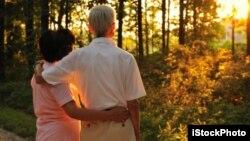 Romania menghadiahi ratusan pasangan yang telah menikah setidaknya selama 50 tahun (foto: ilustrasi).
