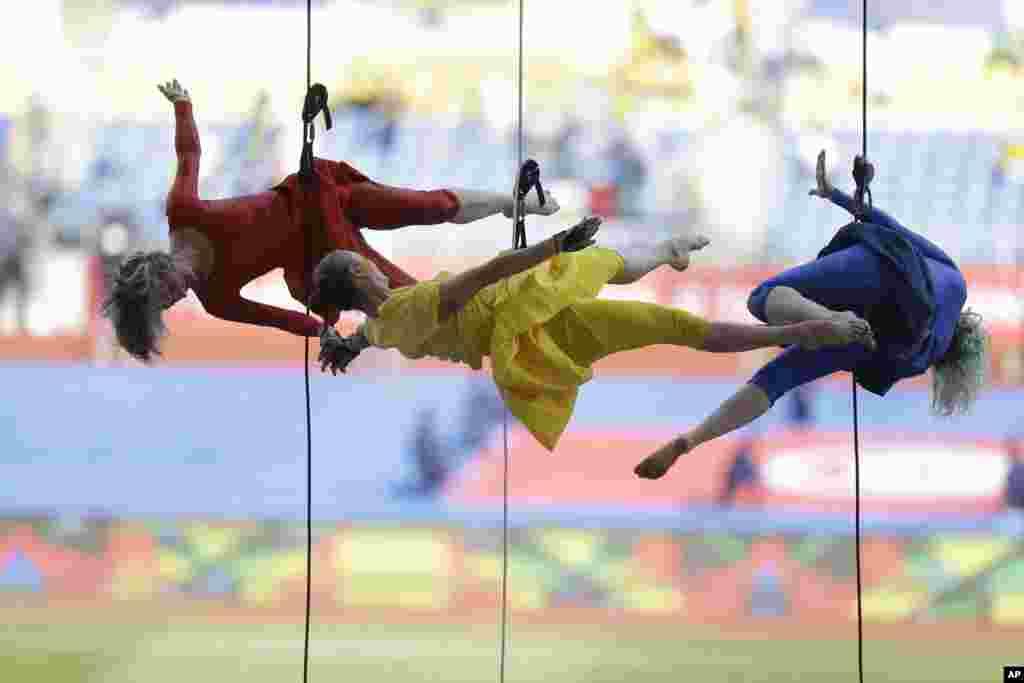 Des danseuses participent à la cérémonie d'ouverture de la Coupe d'Afrique des Nations au Stade de l'Amitie, Libreville, le 14 janvier 2017.