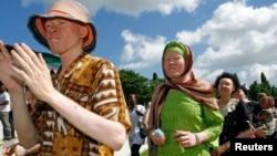 FILE - Participants march towards Mnazi Mmoja grounds during Tanzania Albino Day celebrations in Dar es Salaam.