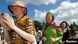 Warga Albino melakukan perayaan di Dar es Salaam, Tanzania (foto: dok).