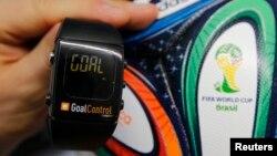 La señal de gol será recibida en el reloj del árbitro de manera visual y además mediante vibración.