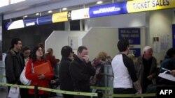Putnici na aerodromu u Irskoj