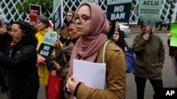 Des manifestants protestent contre le décret migratoire à Seatle, sur la côte ouest américaine, le 15 mai 2017.