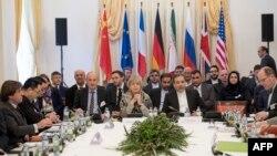Ảnh tư liệu - Ông Abbas Araghchi, đại diện Bộ Ngoại giao Iran và Tổng thư ký EU Helga Schmid tại thủ đô Vienna, Áo ngày 16/03/2018