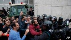 Polis göstericilere müdahale etti