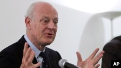 FILE - Staffan De Mistura, Italy's then-foreign ministry undersecretary, speaks during a news conference in New Delhi, India, March 22, 2013.
