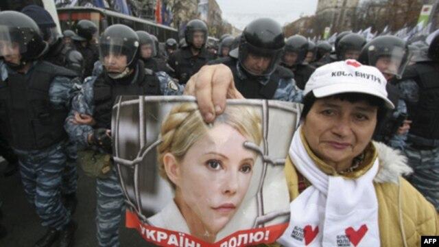 Приговор Тимошенко: день, который не изменил Украину
