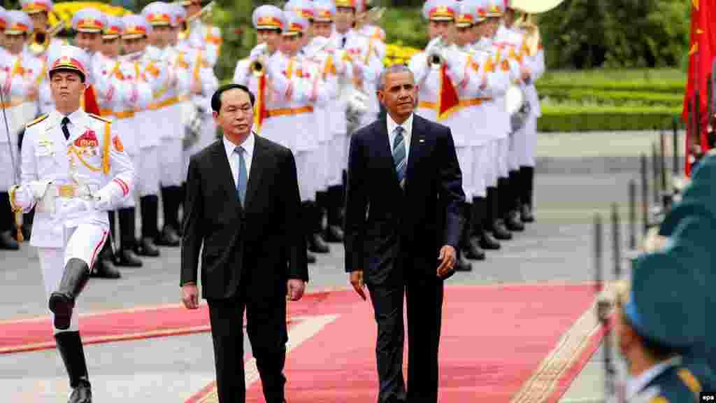 Shugaba Barak Obama tare da shugaban kasar Vietnam Tran Dai a birnin Hanoi.
