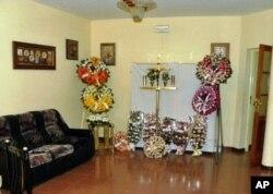 Sinais de luto na sala principal na casa de Cesária