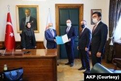 AKP Grup Başkanvekilleri Mehmet Muş, Bülent Turan, Özlem Zengin ve Cahit Özkan
