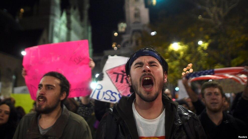 Những người biểu tình chống lại ông Trump ở Philadelphia, ngày 11 tháng 11 năm 2016.