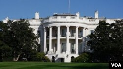 El portavoz de la Casa Blanca, Jay Carney, desmintió la noticia y aseguró que Obama estaba bien.