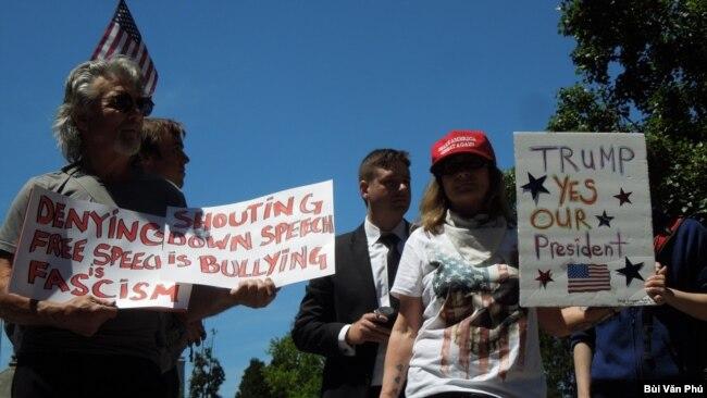 Những người ủng hộ Tổng thống Donald Trump tại Berkeley Civic Center. (Ảnh: Bùi Văn Phú)