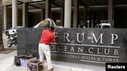Remueven el nombre Trump del Trump Ocean Club International Hotel and Tower en la Ciudad de Panamá. Marzo 5, 2018.