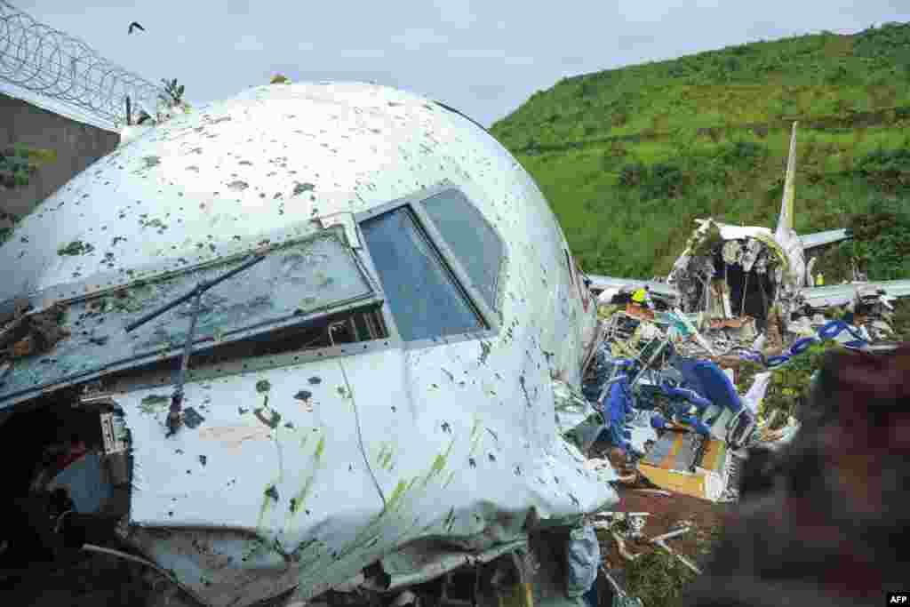 حادثے کے نتیجے میں جہاز دو ٹکڑے ہو گیا۔ پچھلے حصے کے مقابلے میں جہاز کا سامنے کا حصہ سب سے زیادہ متاثر ہوا ہے۔