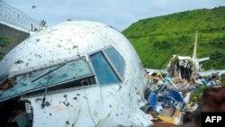 Avião da Air India Express partido em dois - Aeroporto Internacional de Calecute, 7 agosto 2020