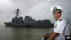 미국 항공모함이 베트남전 종전 이후 40여년 만에 처음으로 오는 3월 베트남 다낭에 입항한다. 사진은 지난 2009년 11월 다낭 항에 미 해군의 미사일구축함 USS 라센호가 입항한 모습. (자료사진)