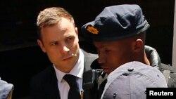 El exatleta de campo Oscar Pistorius podría ir de nuevo a la cárcel, ahora por 15 años.