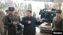 북한 김정은 노동당 위원장이 연평도 인근 서해 최전방에 있는 갈리도 전초기지와 장재도 방어대를 잇달아 시찰했다고 지난 13일 북한 조선중앙통신이 13일 보도했다.
