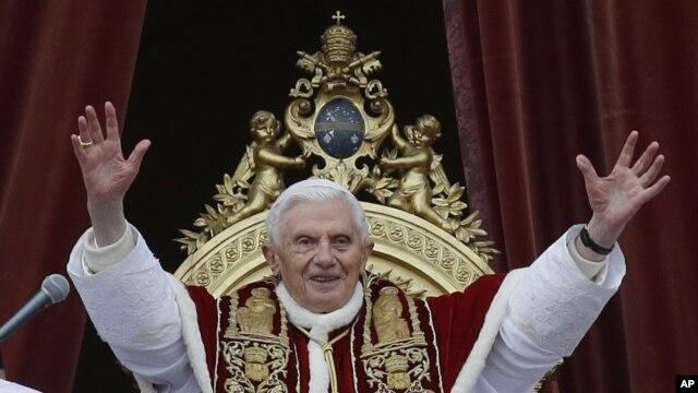 25일 바티칸 교황청에서 성탄미사를 집전하는 교황 베네딕토 16세.