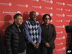 《等待超人》导演古根汉(右)和比尔.盖茨(左)