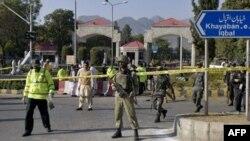 یک بمب گذار انتحاری به ستاد نیروی دریایی پاکستان حمله کرد