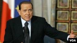 Silvio Berlusconi mengundurkan diri dari jabatannya sebagai PM Italia (12/11).