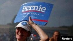 طرفداران برنی سندرز روز یکشنبه در حمایت از او در فیلادلفیا راهپیمایی کردند