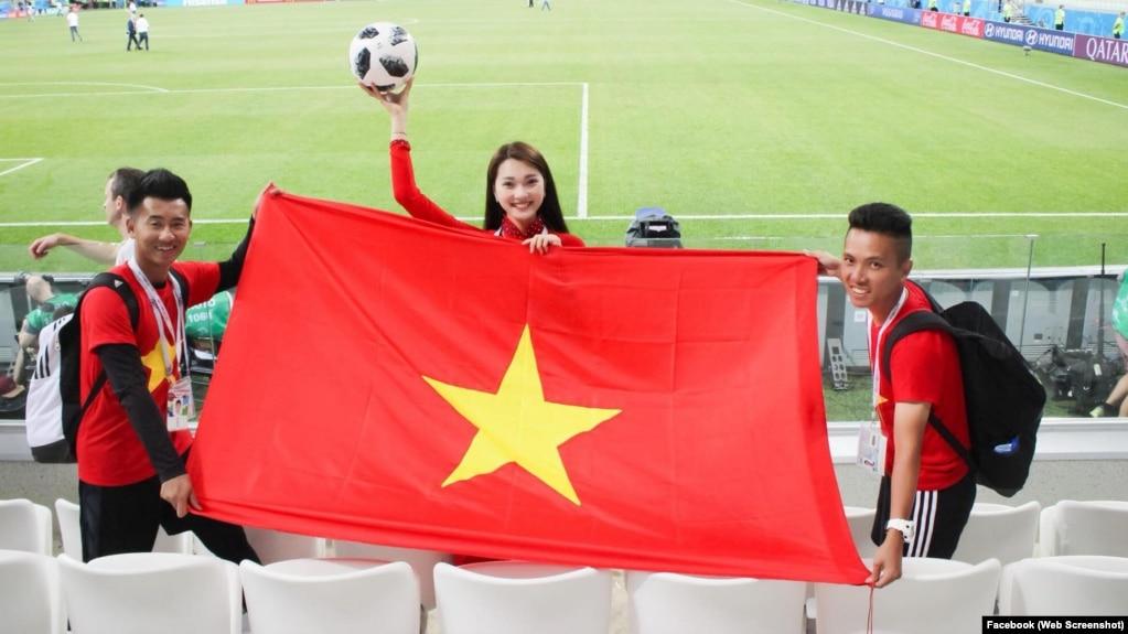 Người đẹp Nguyễn Ngọc Nữ tại World Cup ở Nga.