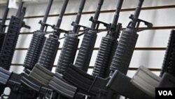 Los acusados conspiraron para comprar cientos de armas, que pretendían enviar a las organizaciones mexicanas de narcotráfico.