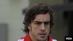 Fernando Alonso setelah berlatih di sirkuit Sao Paulo Brasil, baru-baru ini (25/11).