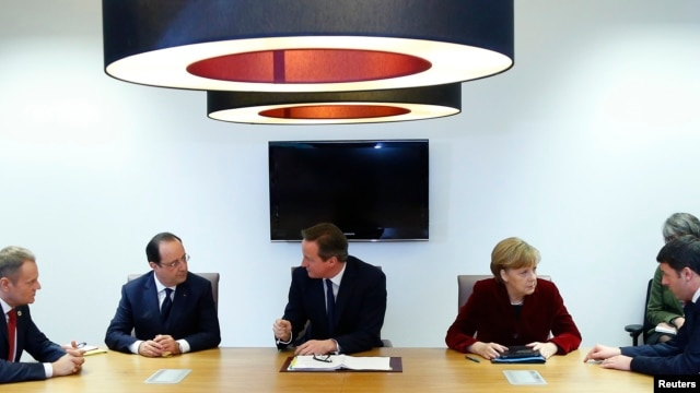 Poland's Prime Minister Donald Tusk (L-R), France's President Francois Hollande, Britain's Prime Minister David Cameron, Germany's Chancellor Angela Merkel and Italy's Prime Minister Matteo Renzi meet ahead of a European leaders emergency summit on Ukraine in Brussels, March 6, 2014.