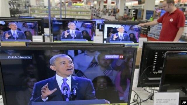 7일 러시아 모스크바의 한 TV 상점에서 재선에 성공한 바락 오바마 대통령의 수락 연설 장면이 나오고 있다.