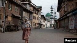 بھارت کے زیرِ انتظام کشمیر میں اب بھی حالات معمول پر نہیں آ سکے۔ (فائل فوٹو)