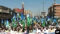 کراچی میں مظاہرے میں شریک افراد