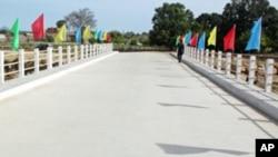 A nova ponte sobre o Rio Munhino, no Namibe
