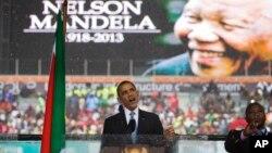 Presiden AS Barack Obama menyebut Mandela telah menunjukkan bagaimana perjuangan meraih kebebasan dan menegakkan HAM, Selasa (10/12).