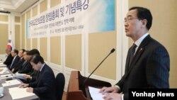 조명균 통일부 장관이 14일 한국 국회에서 열린 한국외교안보포럼 창립총회 및 기념특강에서 축사하고 있다.
