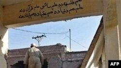 Trưởng ty Giáo dục tỉnh Khyber Pakhtunkhwa nói các phần tử chủ chiến đã phá hủy 1.300 trường học trong tỉnh và ít nhất 700 trường khác tại Khu vực Bộ tộc do Trung ương Quản lý