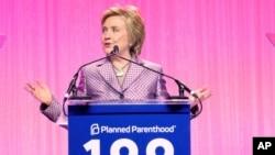 Hillary Clinton pada perayaan 100 tahun Planned Parenthood di New York.