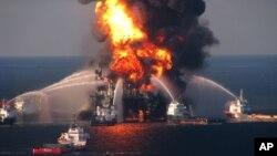 2010-yilning 11-aprelida Meksika ko'rfazida BPga tegishli neft platformasi portlagan edi. Moy oqimini to'xtatish uchun uch oy ketgan.