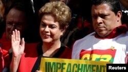 La présidente Dilma Rousseff assiste aux célébrations de la fête du 1er mai 2016 à Sao Paulo.