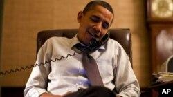 Presiden AS Barack Obama melakukan pembicaraan telepon dengan Presiden Rusia Vladimir Putin hari Senin 29/4 (foto: dok).