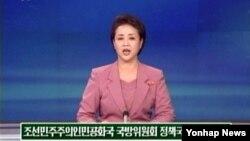 지난 4일 북한 조선중앙TV 아나운서가 박근혜 대통령을 실명으로 비난하며 경제 건설과 핵무력 건설의 '병진노선'을 계속 추진하겠다고 밝힌 국방위원회 정책국 대변인 성명 내용을 전하고있다.